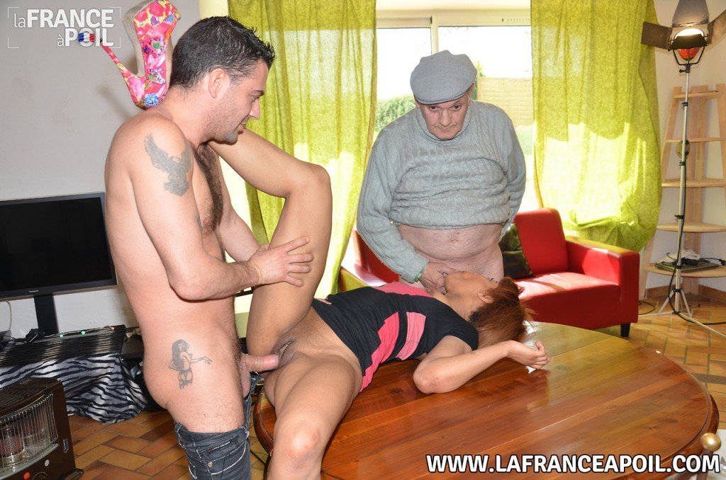 papy se fait sucer be coquine